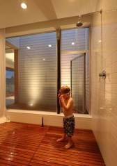 Three-Storey-Family-Dwelling-in-Seattle-l-Shower-Room