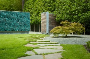 recycled-glass-wall-using-gabions